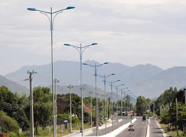 Cột đèn cao áp được lắp đặt phù hợp với mọi không gian
